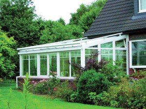 Veranda Finstral realizzate con profili in PVC e rinforzi in acciaio rivestibile in alluminio