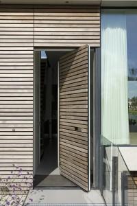 """Porta in legno dotata di Fritsjurgens® SystemONE con funzione a """"punto girevole"""". Dimensioni 2650 x 1400 mm"""