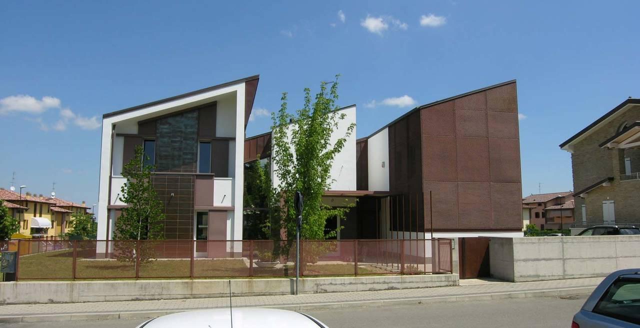 Una casa sperimentale ispirata dalle semplici forme e finiture delle fabbriche