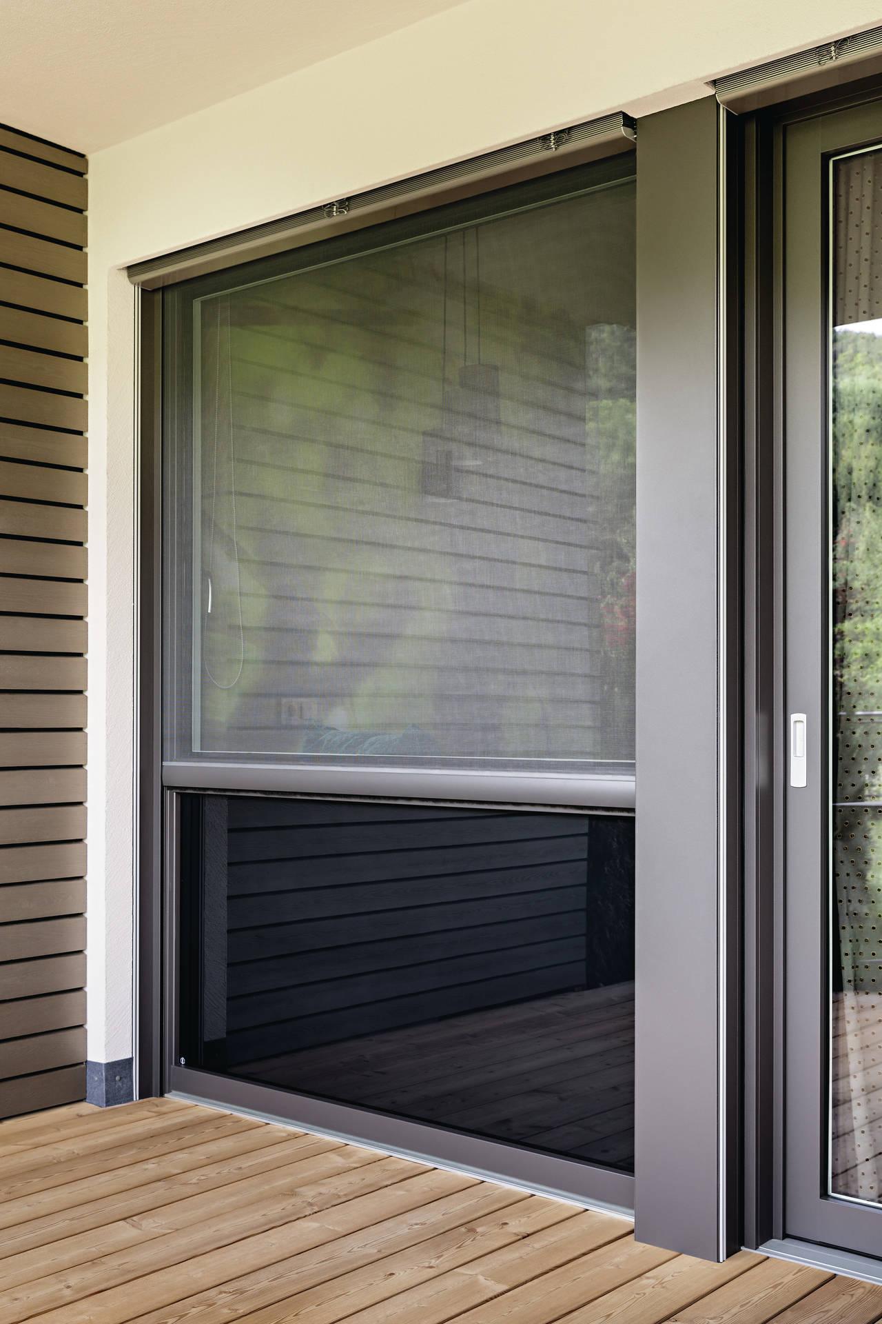 Zanzariere finstral modelli in tinta con il serramento for Zanzariere per finestre ikea