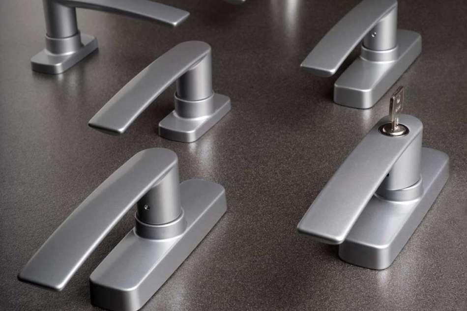 Accessori per serramenti di alluminio, alta qualità da oltre quarant'anni